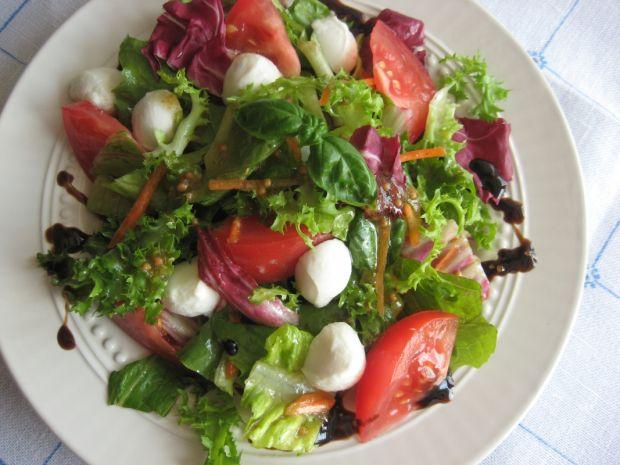 Sałata z pomidorami i mozzarellą