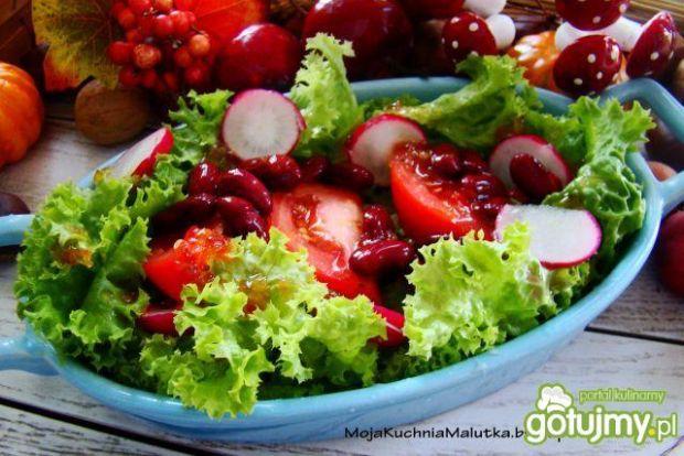 Sałata z rzodkiewką i czerwoną fasolą