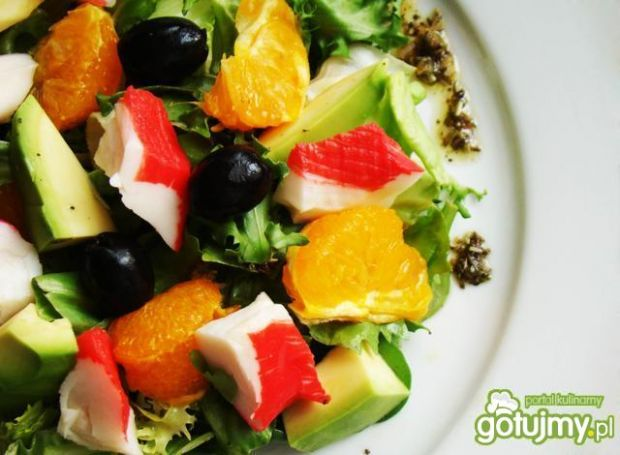 Sałata z surimi i mandarynką