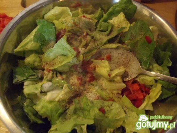 Sałata zielona z papryką do obiadu