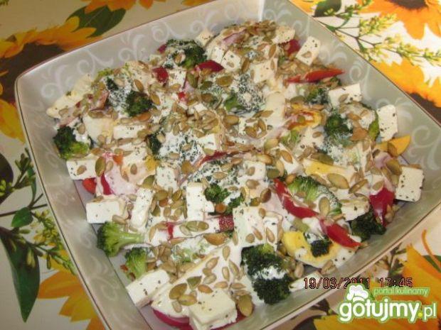 sałatka brokułowa 6