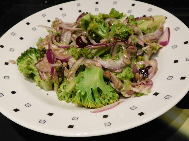 Sałatka brokułowa slodko-kwaśna