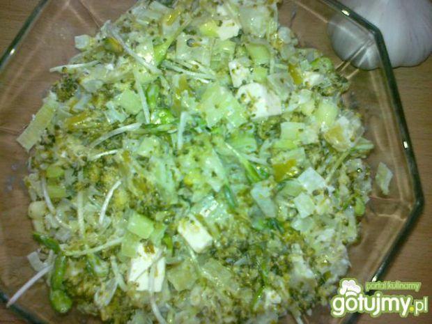 Sałatka brokułowa z kiełkami słonecznika