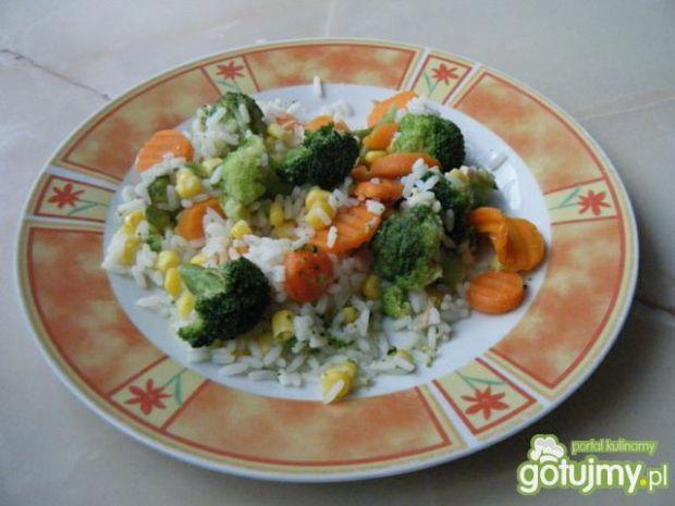 Sałatka brokułowa z ryżem