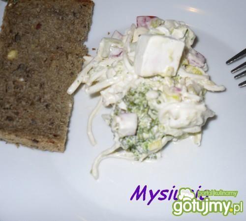 Sałatka brokułowa z serem feta