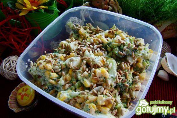 Sałatka brokułowa z słonecznikiem