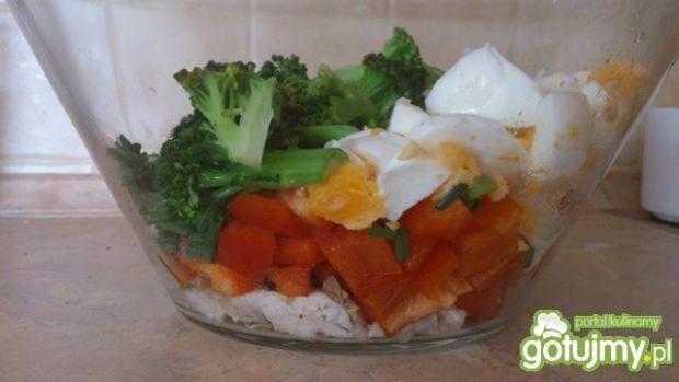 Sałatka brokułowo jajeczna