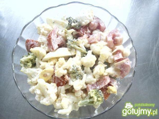Sałatka brokułowo-kalafiorowa 3