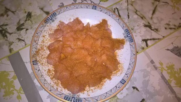 Sałatka curry z kurczakiem i ryżem