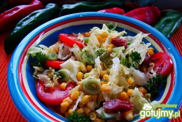 Sałatka dobra z sosem ziołowym
