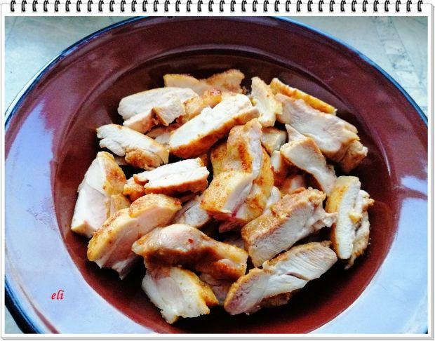 Sałatka Eli z kaszą bulgur i kurczakiem