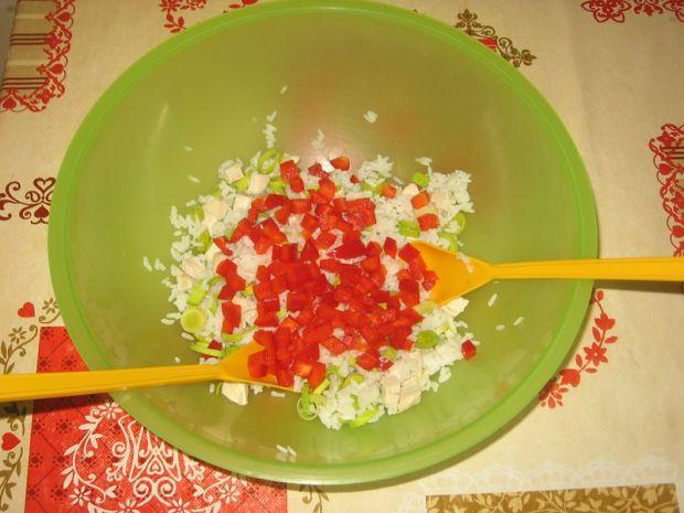 Sałatka gotowanym kurczakiem, ryżemi porem