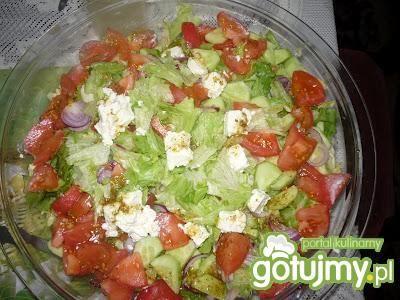 Sałatka grecka z serem Feta, pomidorem.