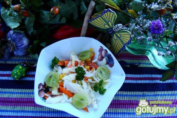 Sałatka gruszkowo-winogronowa z serem