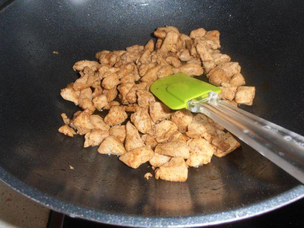 Sałatka gyros z chipsami