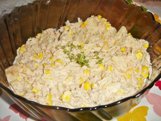 Sałatka hawajska z tuńczykiem