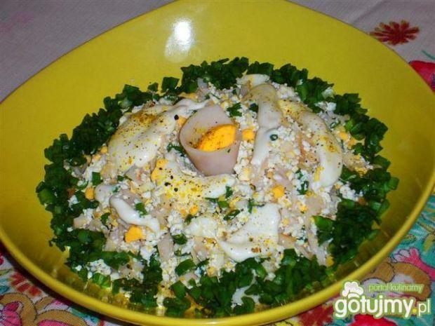 Sałatka jajeczna z białym serem i szynką