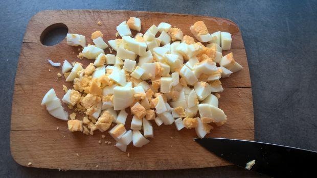 Sałatka jajeczna z kaparami i chrzanem