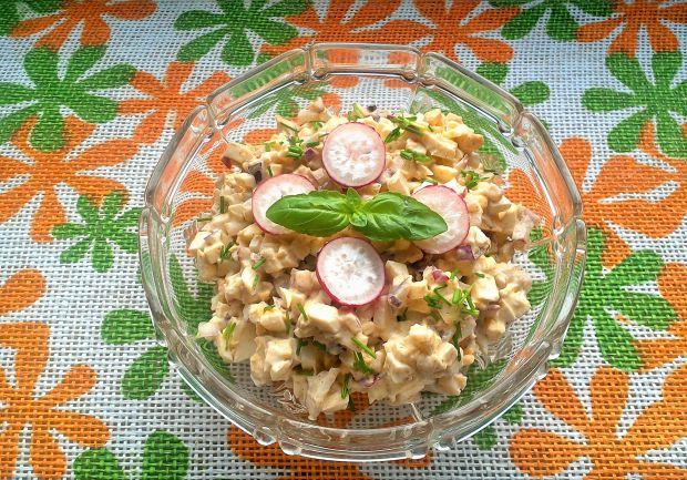 Sałatka jajeczna z mozzarellą i rzodkiewką