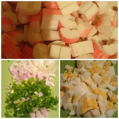 Sałatka jajeczna z paluszkami surimi i ogórkiem