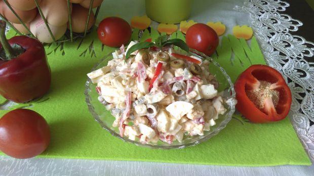 Sałatka jajeczna z piklami warzywnymi