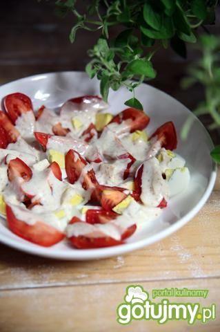 Sałatka jajeczno-pomidorowa z sosem musz
