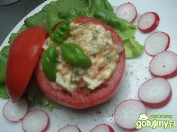 Salatka jarzynowa w pomidorku.