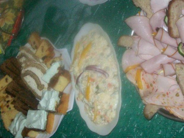 Sałatka jarzynowa z mozzarellą