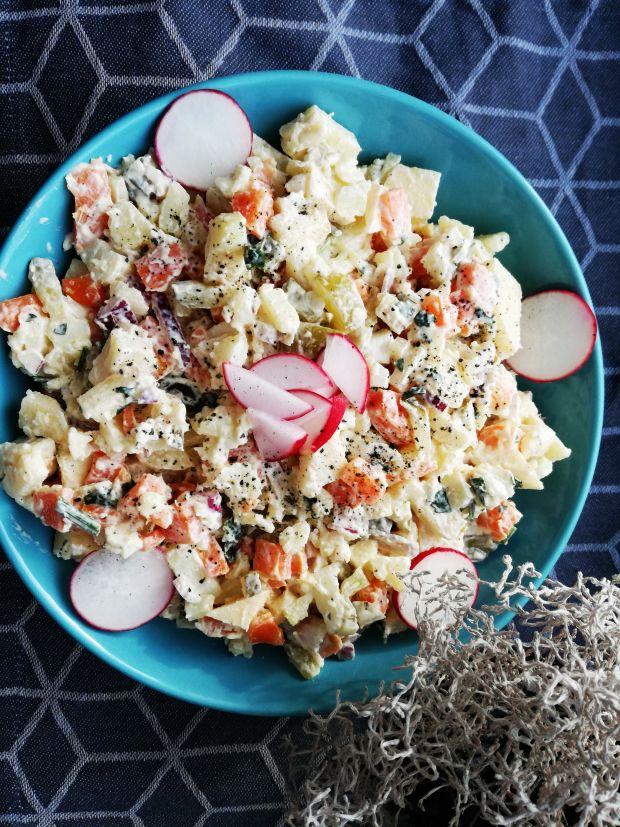 Salatka jarzynowa z rzodkiewkami