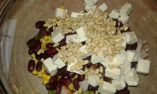 Sałatka kurczakowo - piniowa