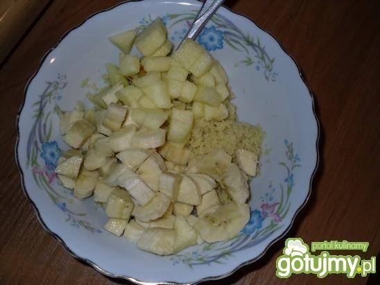 Sałatka kuskus z owocami