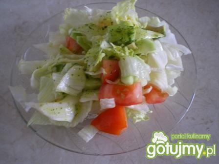 Sałatka letnia z pomidorami, ogórkiem
