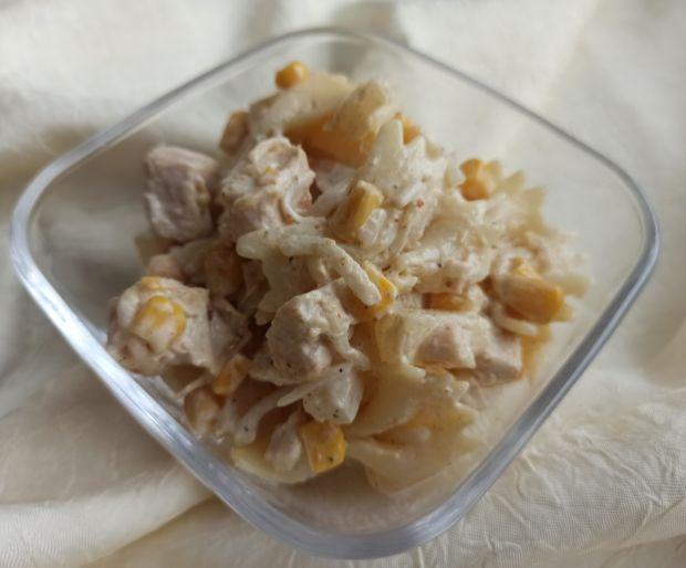 Sałatka makaronowa z kurczakiem