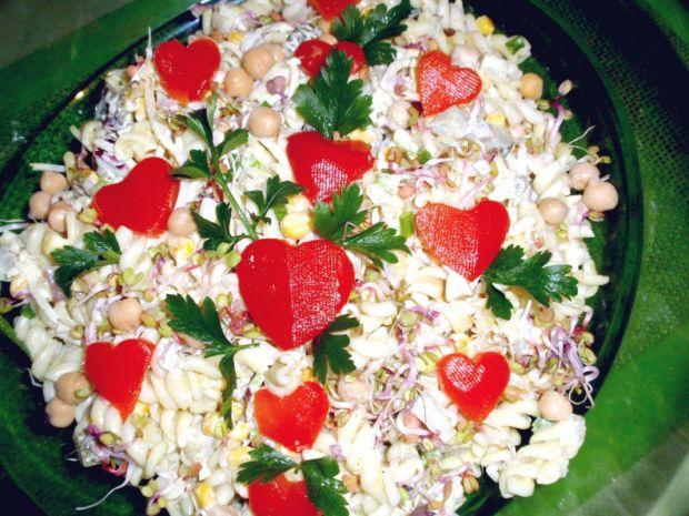 Sałatka makaronowa z majonezem