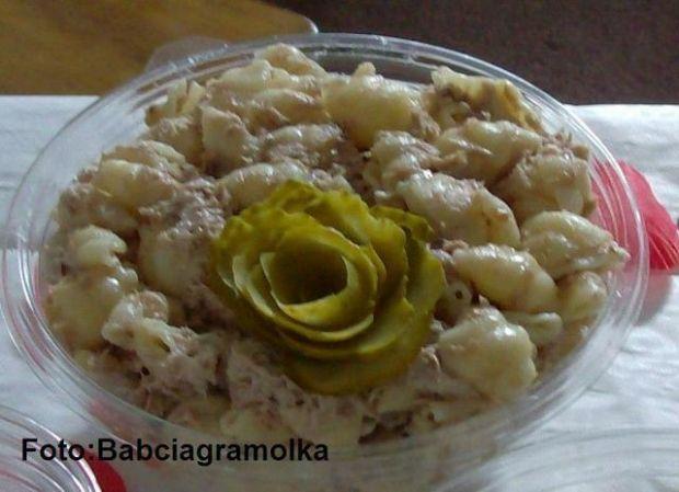 Sałatka makaronowa z tuńczykiem :