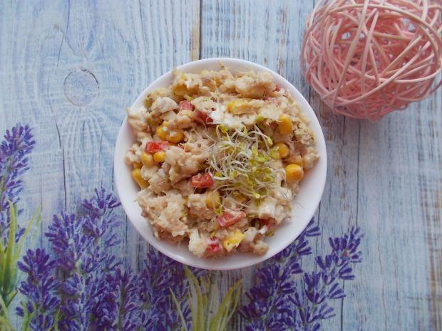 Sałatka makaronowa z tuńczykiem i kiełkami
