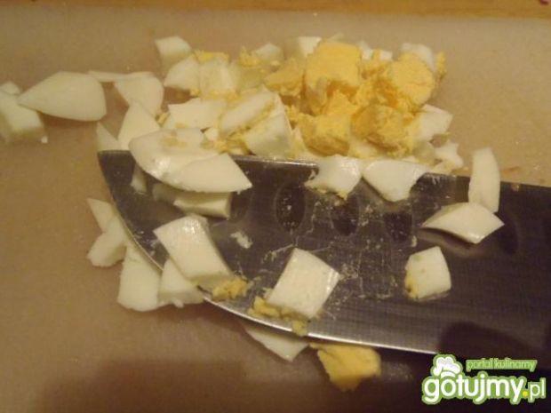 Sałatka makaronowa z wędzonym udkiem