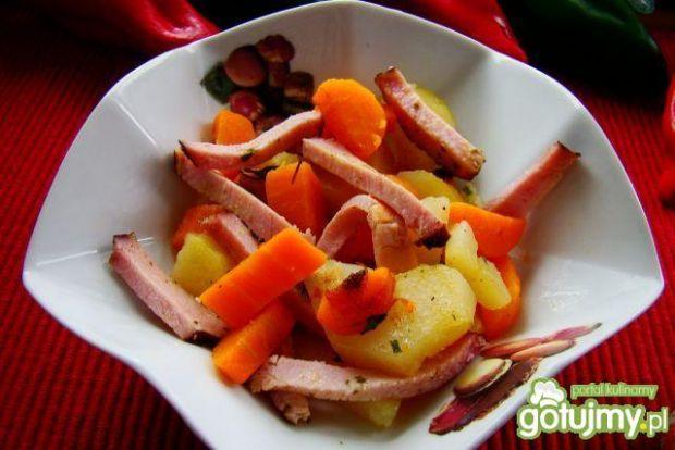 Sałatka marchewkowo-szynkowa