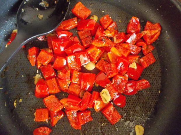 Sałatka na ciepło z grillowanym serem halloumi