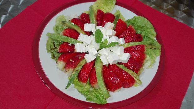 Sałatka nr 7 Truskawki z Feta Dieta 1200 kalorii