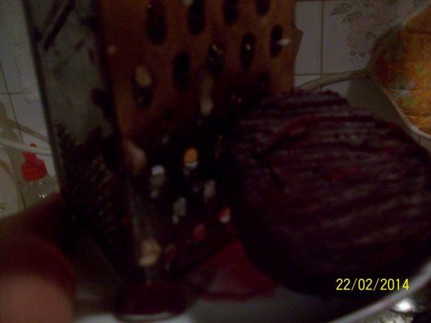 Sałatka obiadowa z buraczków, jabłka i cebulki