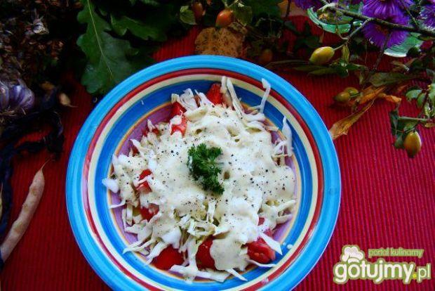 Sałatka obiadowa z sosem na ostro
