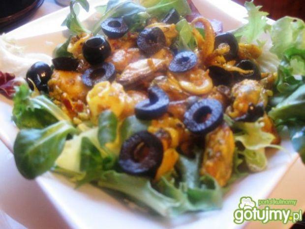 Sałatka - owoce morza o smaku curry