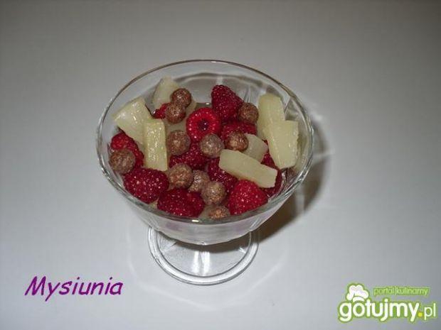 Sałatka owocowa z chrupkami