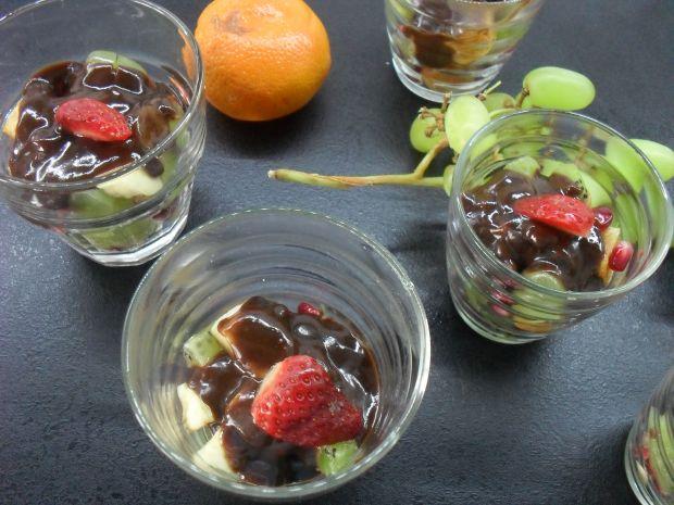 Sałatka owocowa z czekoladą