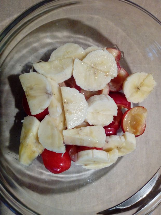 Sałatka owocowa z czereśniami