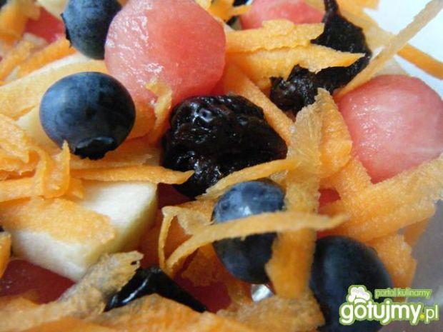 Sałatka owocowa z marchewką