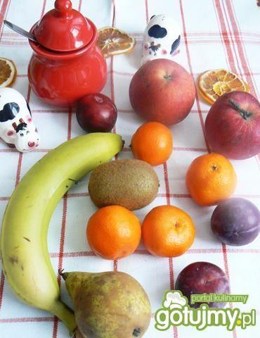 Sałatka owocowa z migdałami i cytryną 2