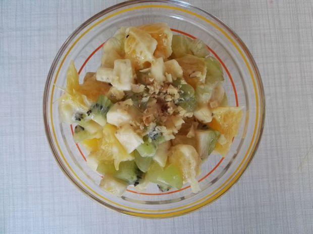 Sałatka owocowa z orzechami