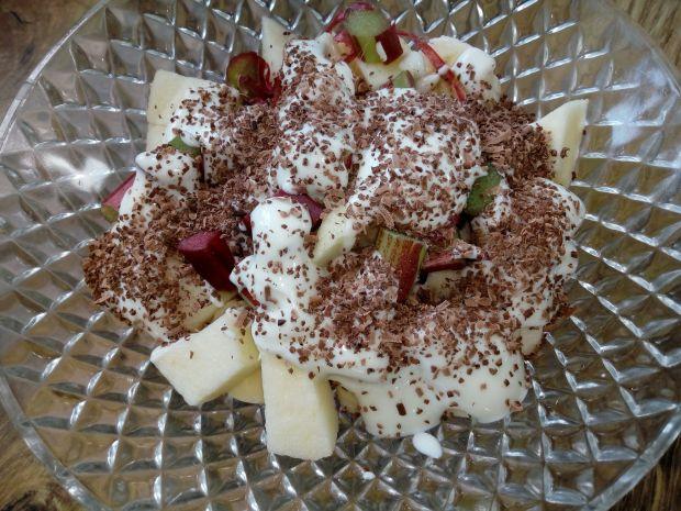 Sałatka owocowa z rabarbarem